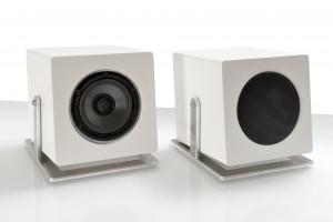 021-JK Acoustics Cube Control subwoofer - wit - met en zonder metaalgrille - witte achtergrond